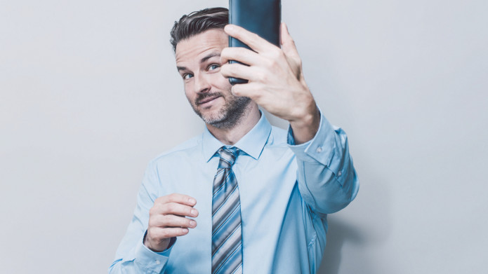 The 9 types of selfies guys take decoded by relationship experts